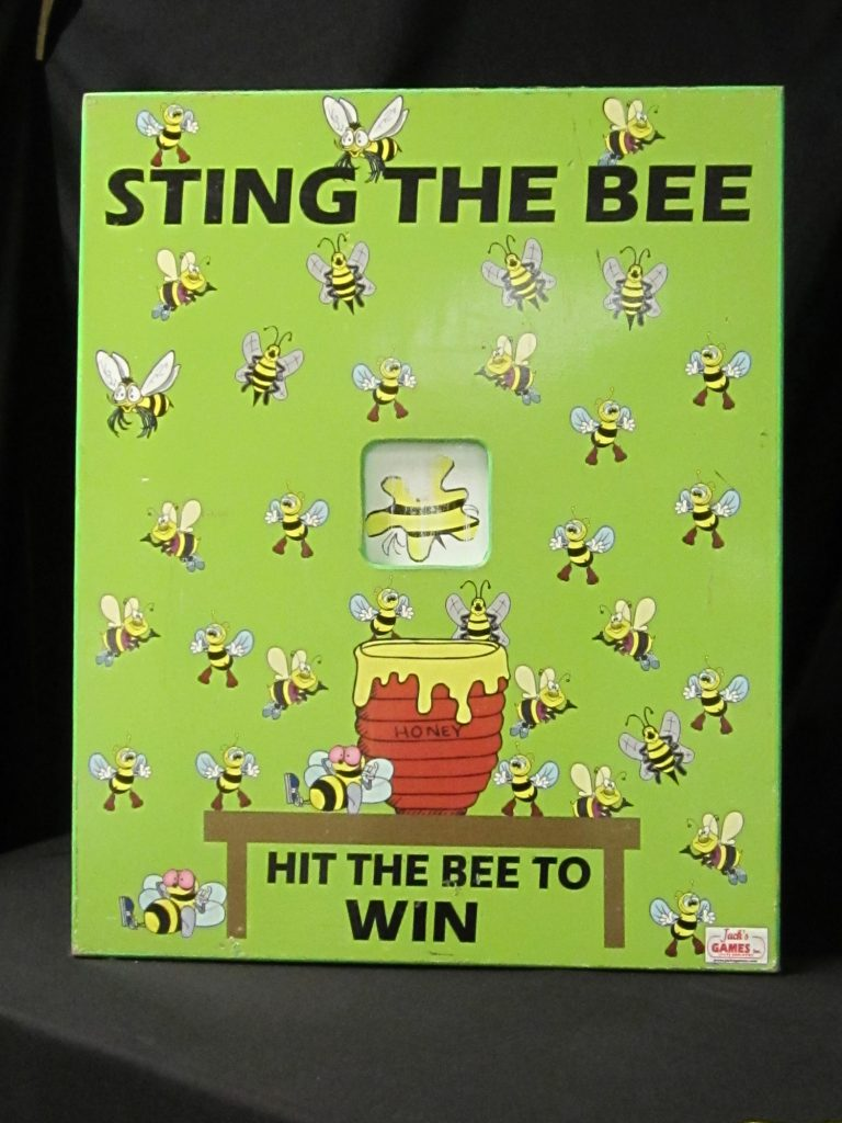 Game  Sting the bee toss
